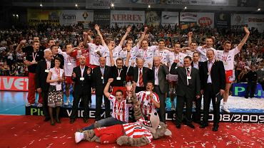 Asseco Resovia z sezonu 2008/2009. Radość po zdobyciu srebrnego medalu