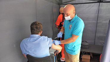 Punkt szczepień otwarty przez strażaków z OSP w Katowicach - Dąbrówce Małej