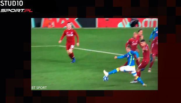 Milik przyjmuje piłkę