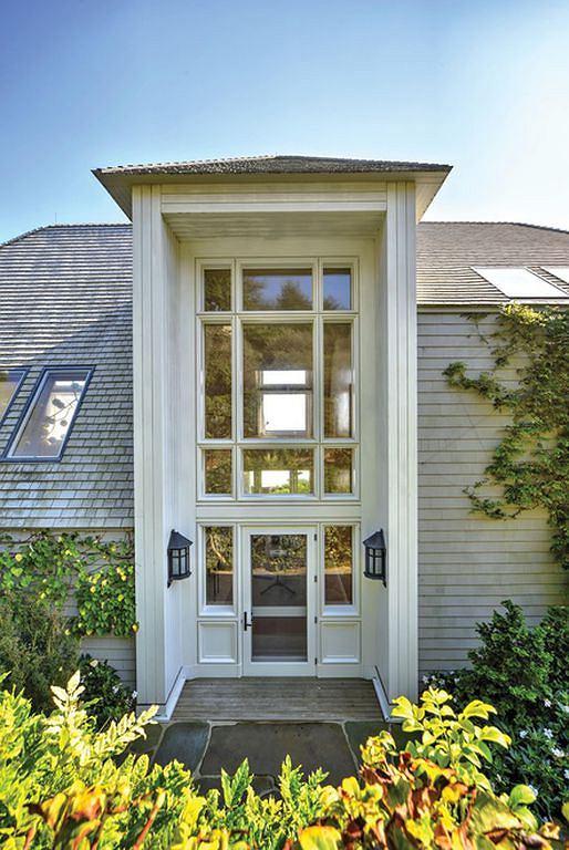 Drzwi wejściowe do posiadłości