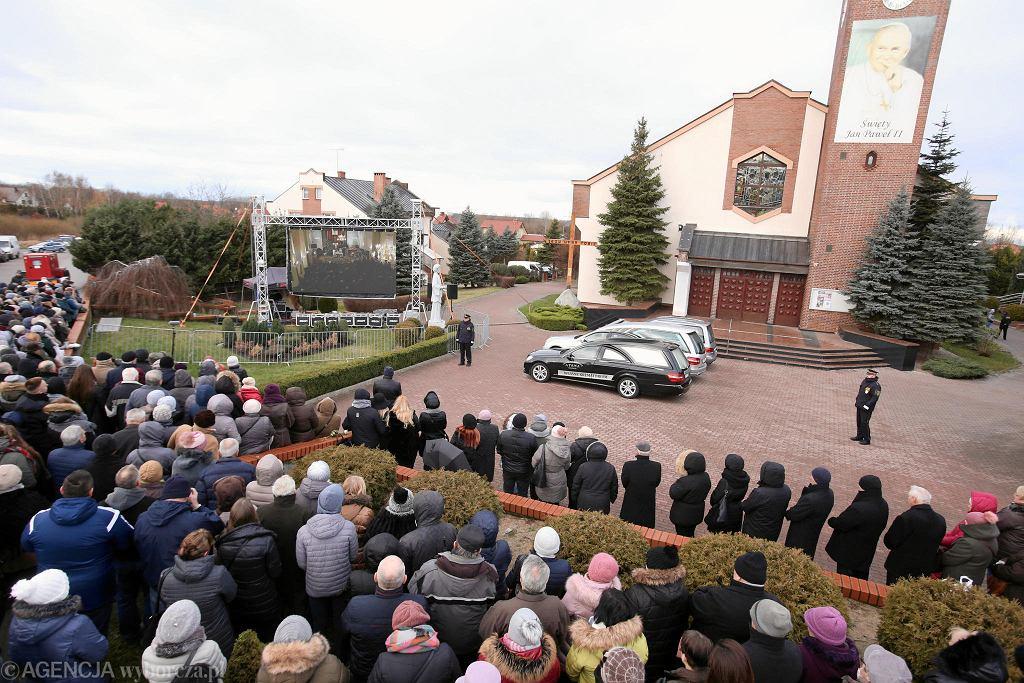 Uroczystości pogrzebowe pięciu nastolatek, które zginęły w escape roomie