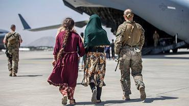 Ewakuacja z zajętej przez talibów afgańskiej stolicy. Lotnisko im. Hamida Karzaia, Kabul, Afganistan 24 sierpnia 2021
