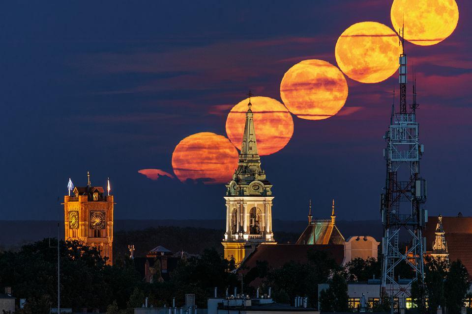 W środę 4 grudnia do 'Gazety Wyborczej' dołączony zostanie kalendarz astronomiczny na rok 2020