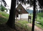 Sielski dom na wzgórzu