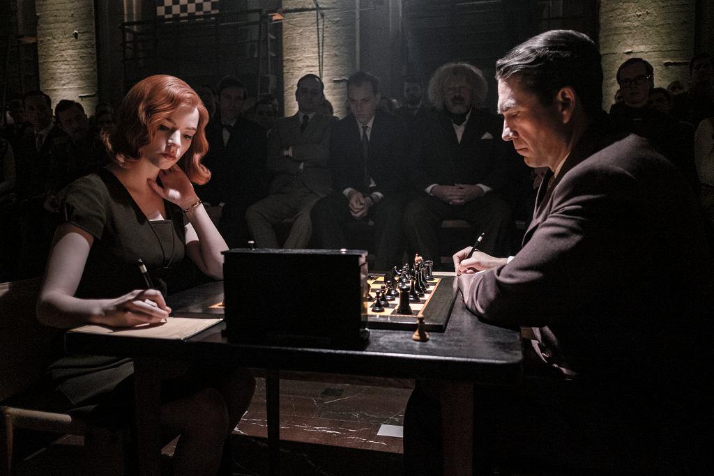 Anya Taylor-Joy i Marcin Dorociński w serialu 'Gambit Królowej'. Netflix