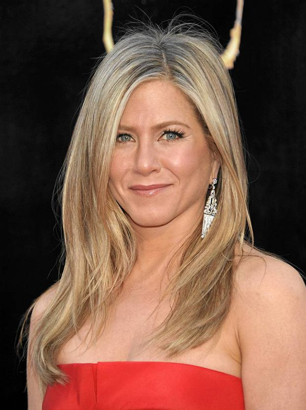 Actress Jennifer Aniston arrives at the Oscars at the Dolby Theatre on Sunday Feb. 24, 2013, in Los Angeles. (Photo by John Shearer/Invision/AP) SLOWA KLUCZOWE: Oscars;Oscar