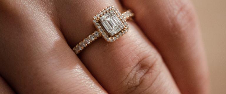Totalna wyprzedaż biżuterii. Na pierścionku z diamentem zaoszczędzisz do kilku tysięcy złotych!