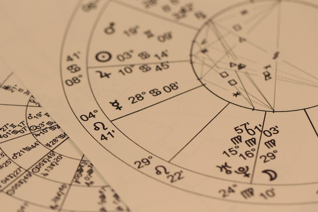 Horoskop miesięczny na marzec - Baran, Byk, Bliźnięta, Rak