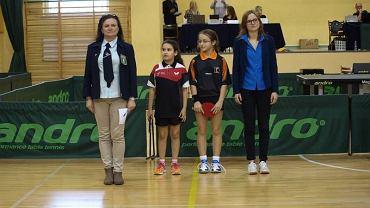 Radomianka Katarzyna Bielak (pierwsza z lewej) sędzią międzynarodowym tenisa stołowego