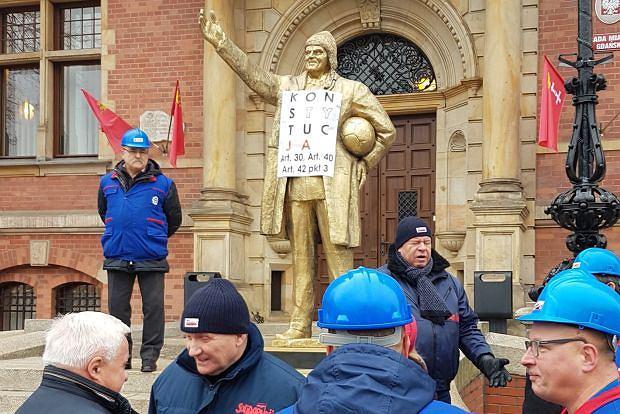 Happening stoczniowców w obronie ks. Jankowskiego