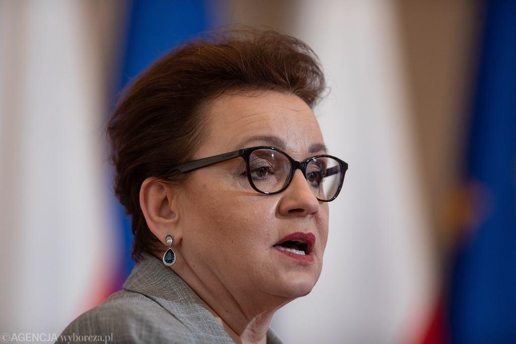 Minister edukacji Anna Zalewska chce, by pracodawcy 'dołożyli się do systemu'
