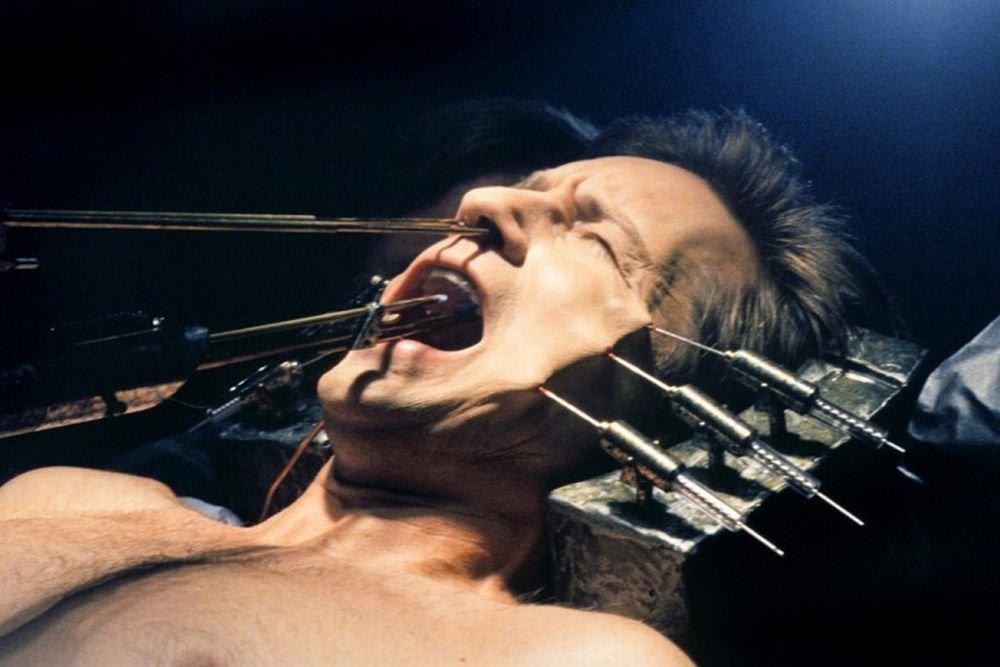 David Duchovny jako agent Fox Mulder w opałach w