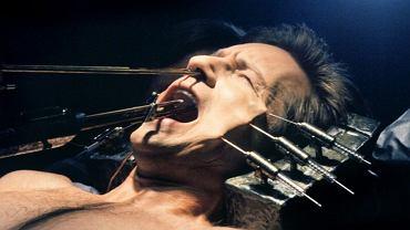 """David Duchovny jako agent Fox Mulder w opałach w """"Z Archiwum X"""""""