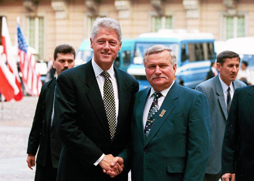 Prezydent USA Bill Clinton i prezydent Polski Lech Wałęsa podczas spotkanie w Warszawie w 1994 roku.