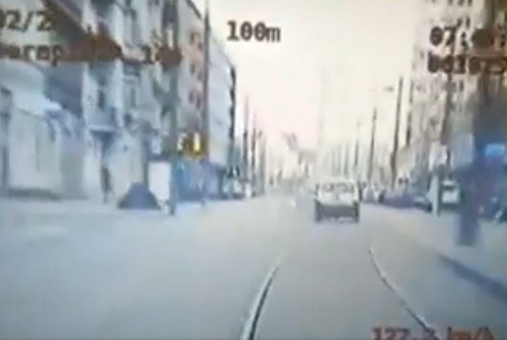 Pościg za 29-latkiem po dopalaczach i alkoholu, który pędził ulicami Poznania (Policja Wielkopolska)