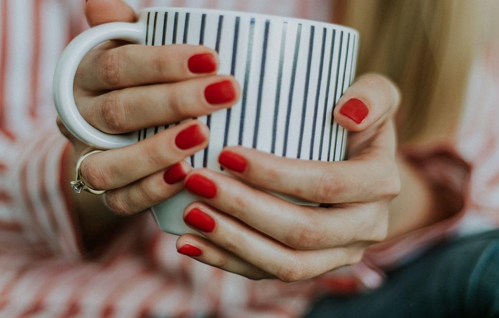Jak zdjąć hybrydę w domu i samemu zadbać o swoje paznokcie?