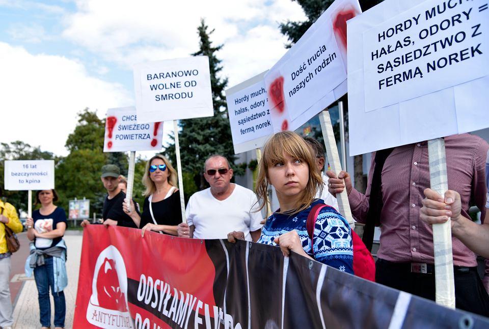Protest przeciwko fermie norek w Baranowie