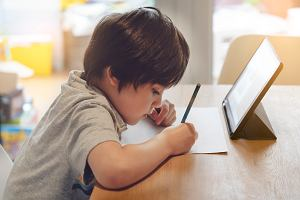 Nauka w domu może być efektywna. Radzimy, jak skutecznie się uczyć