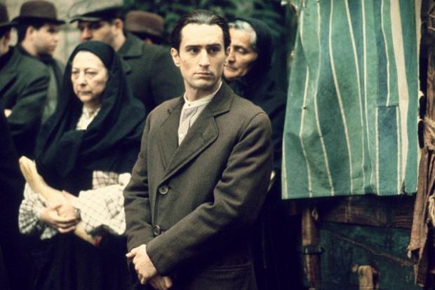 """Robert De Niro jako młody Vito Corleone w """"Ojcu chrzestnym II"""""""