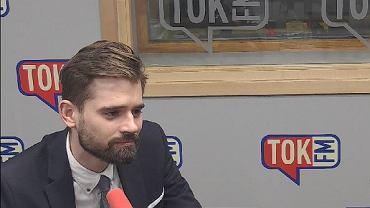 Dr Maciej Kawecki w studiu TOK FM.