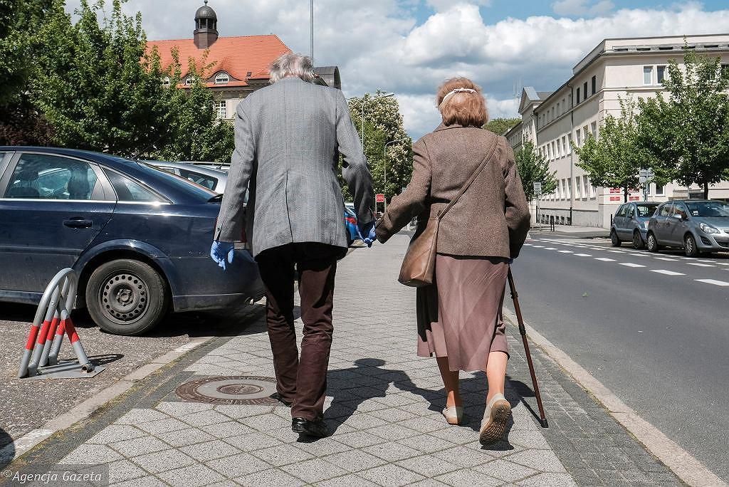 Likwidacja OFE o krok bliżej. 'Cokolwiek emeryci wybiorą i tak stracą'