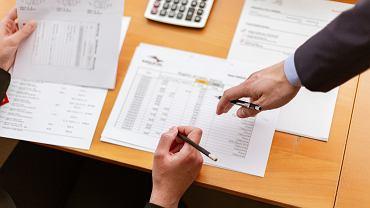 Podatek od spadku 2021 - kto musi go zapłacić? Zasady ogólne i zwolnienia [KWOTY, WYLICZENIA]