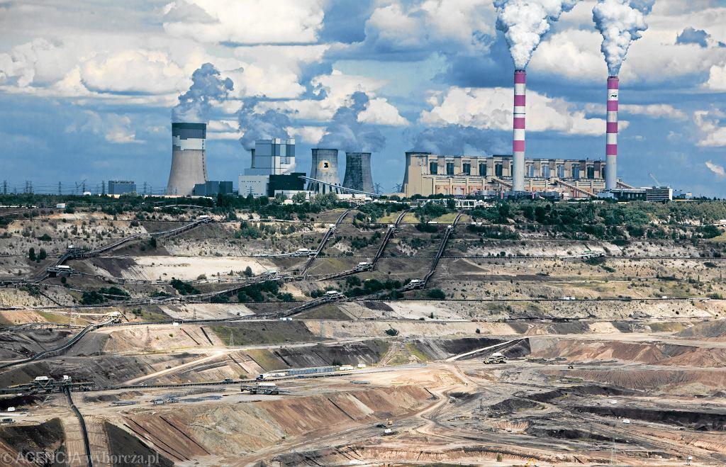 Elektrownia Bełchatów - jeden z największych emitentów dwutlenku węgla na świecie, odpowiedzialna za jedną dziesiątą rocznej polskiej emisji CO2