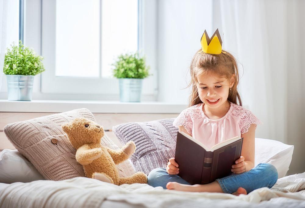 Książka dla 10 latka. Zdjęcie ilustracyjne