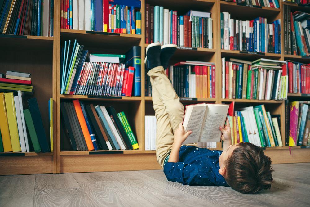 Bajki 2021. Czym zainteresować malucha? Jak sprawić, by czytanie było doskonałą zabawą? Zdjęcie ilustracyjne
