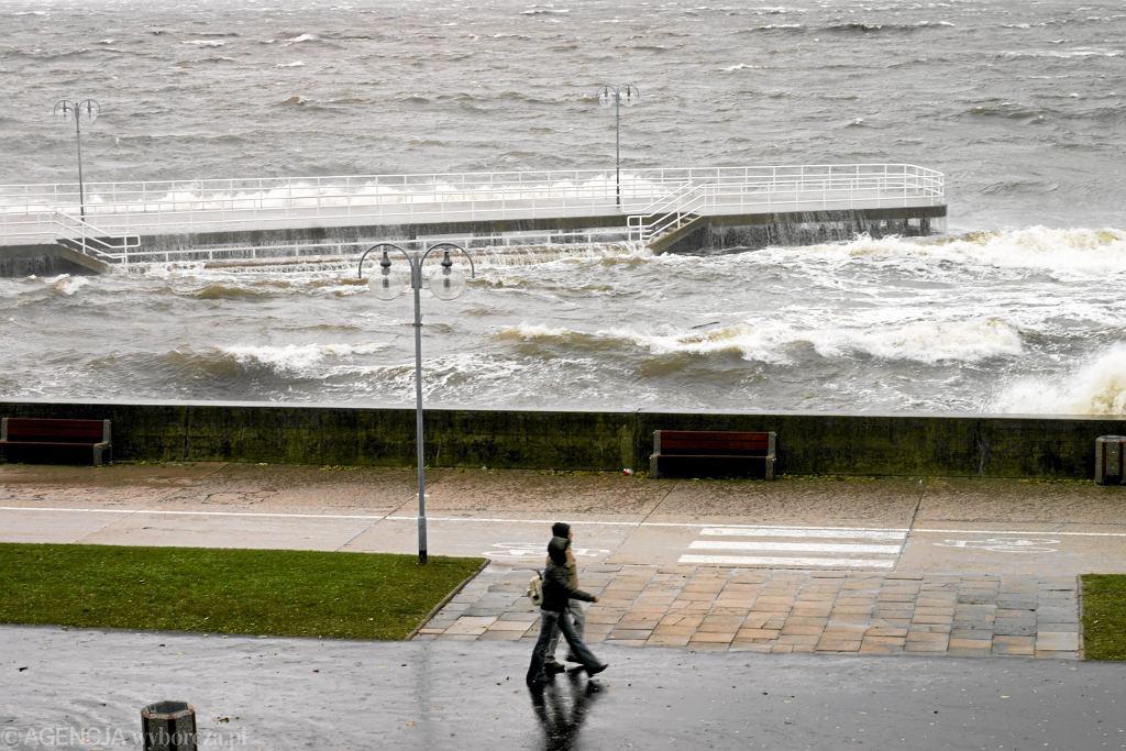 IMGW wydało ostrzeżenia dla północy Polski. Na Pomorzu możliwe intensywne opady i wysokie napełnienie Bałtyku