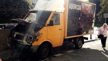 Spalony wóz aborcyjny