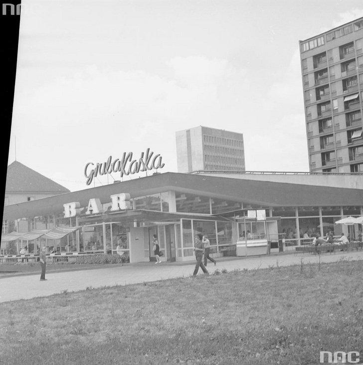 Bar samoobsługowy 'Gruba Kaśka', plac Dzierżyńskiego (ob. plac Bankowy) w Warszawie, 1969