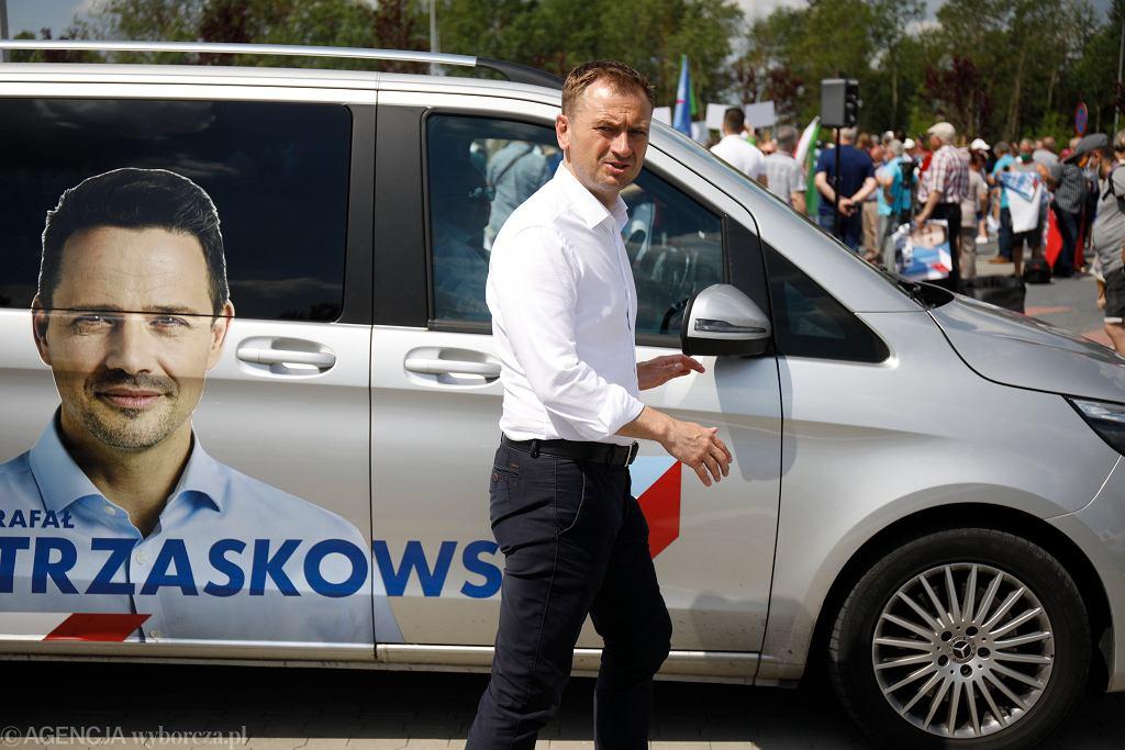 Sławomir Nitras na kampanijnym szlaku kandydata na prezydenta RP Rafała Trzaskowskiego. Ostrołęka, 25 czerwca 2020