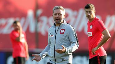 Jerzy Brzęczek i Robert Lewandowski podczas treningu reprezentacji Polski w 2018 roku.