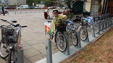 Beata Pietrzak na rowerze Veturilo