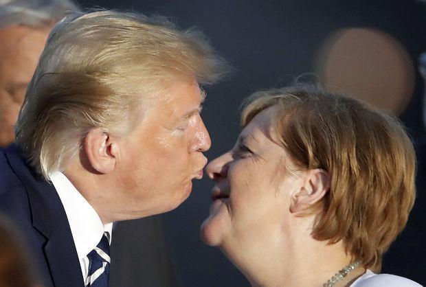 Szczyt G7 - Donald Trump całuje Angelę Merkel