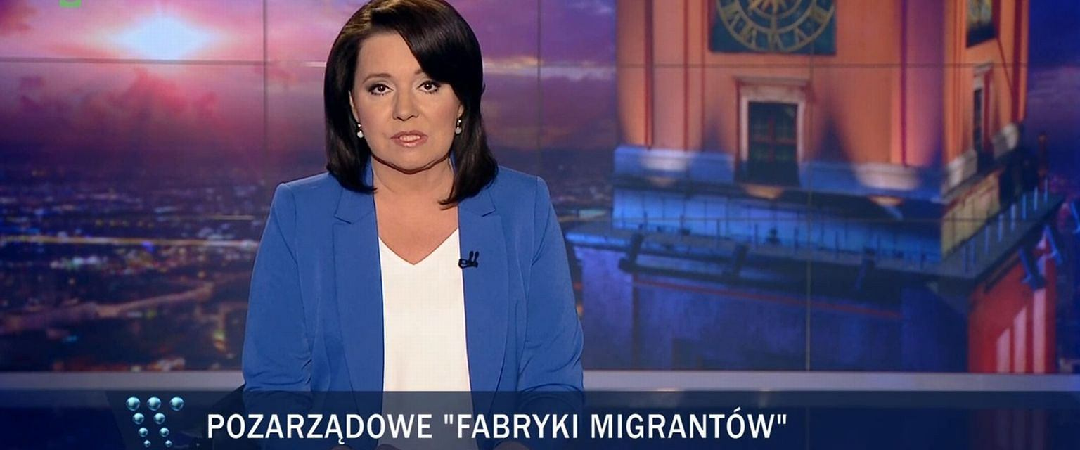 Pasek przy informacji o uchodźcach w ''Wiadomościach'' TVP (fot. TVP)