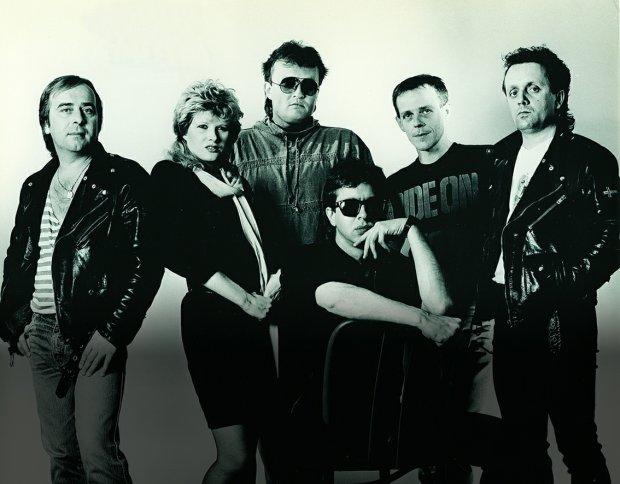 Urszula była jedną z wokalistek, z którymi współpracowała Budka Suflera. To z nimi nagrała słynne 'Dmuchawce, latawce, wiatr' (1983 r.)