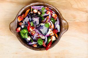 Letnie sałatki nie tylko dla dbających o linię. Z grilla albo... w słoiku
