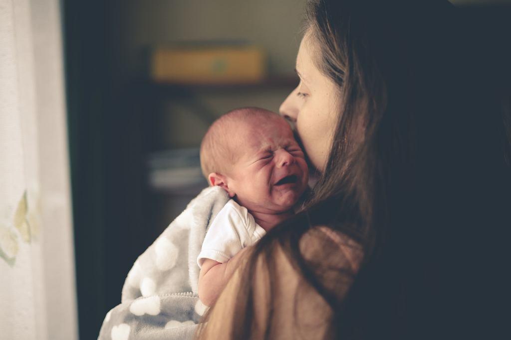 Nieutulony płacz dziecka po szczepieniu może wzbudzić niepokój
