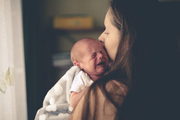 Problemy adaptacyjne noworodka - płacz, kolka, sen dziecka i uregulowanie rytmu dnia i nocy