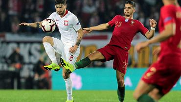 Mateusz Klich i Andre Silva podczas meczu Portugalia - Polska. Guimaraes, 20 listopada 2018