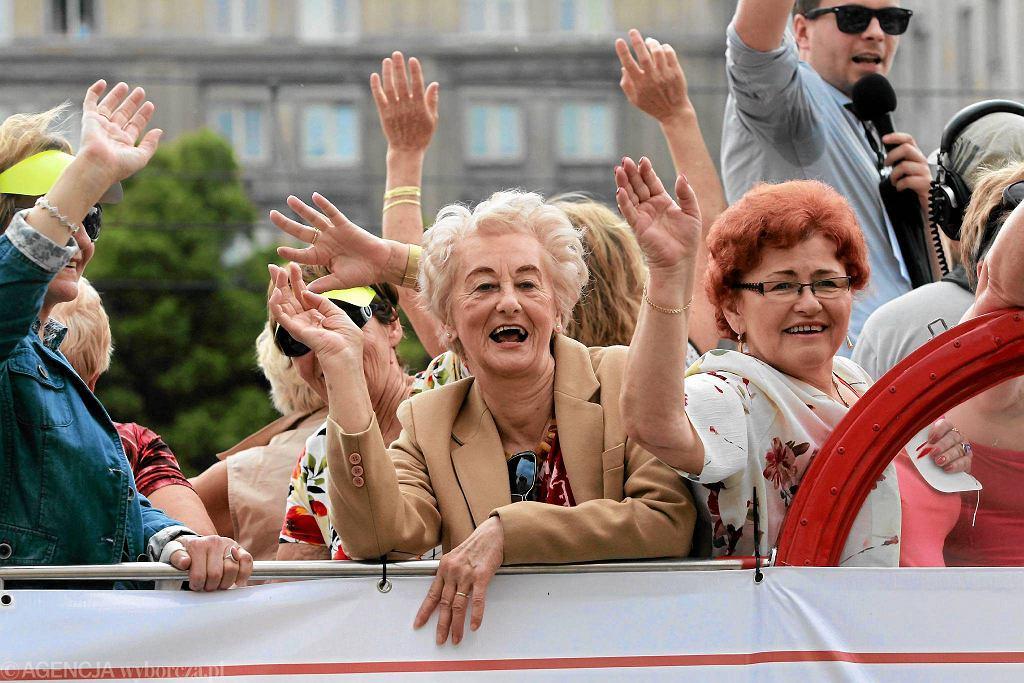 Warszawa. 28 czerwca 2014 r. Parada Seniorów. Już dziś osoby powyżej 65. roku życia stanowią 22 proc. mieszkańców Warszawy