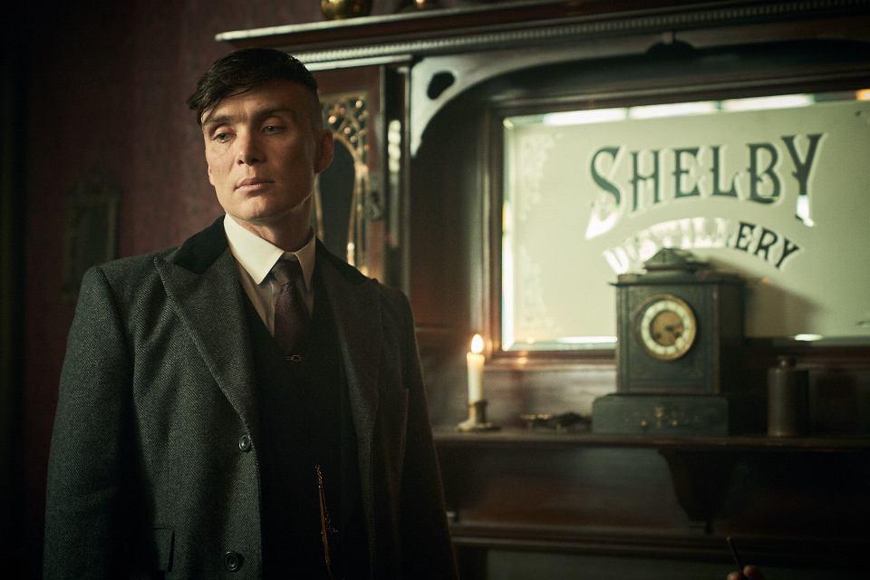 Cillian Murphy jako Tommy Shelby. 'Peaky Blinders', sezon 5.
