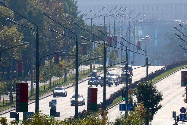 Kolumna prezydencja w drodze na inaugurację Aleksandra Łukaszenki
