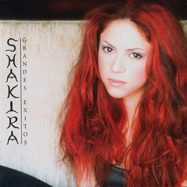 Shakira na okładce płyty 'Grandes exitos' w 2002 r.