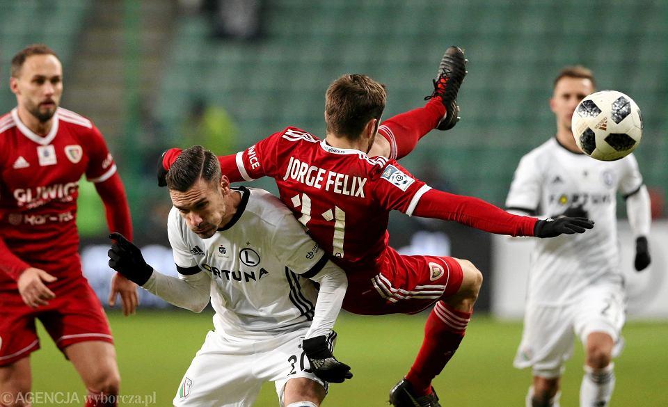 grudniowy mecz Legia - Piast Gliwice w stolicy