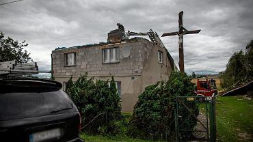 Suszek powiat Chojnice, nadleśnictwo Rytel. Dom z którego nawałnica zdmuchnęła dach. 12 sierpnia 2017