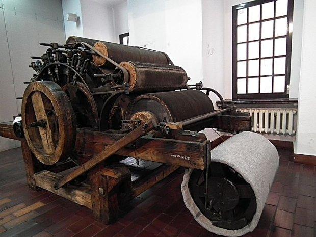 Zgrzeblarka wałkowa z XIX wieku/ Fot. CC BY-SA 3.0 pl/ Mikołaj Horowski/ Wikimedia Commons