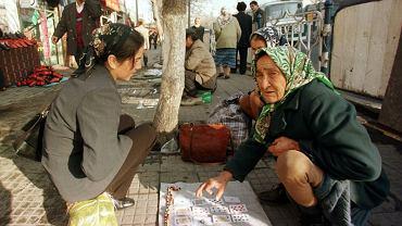 Ujgurzy to mniejszość pochodzenia tureckiego, żyjąca w Chinach w regionie Xinjiang.Władzom nie podoba się ich tendencja separatystyczna